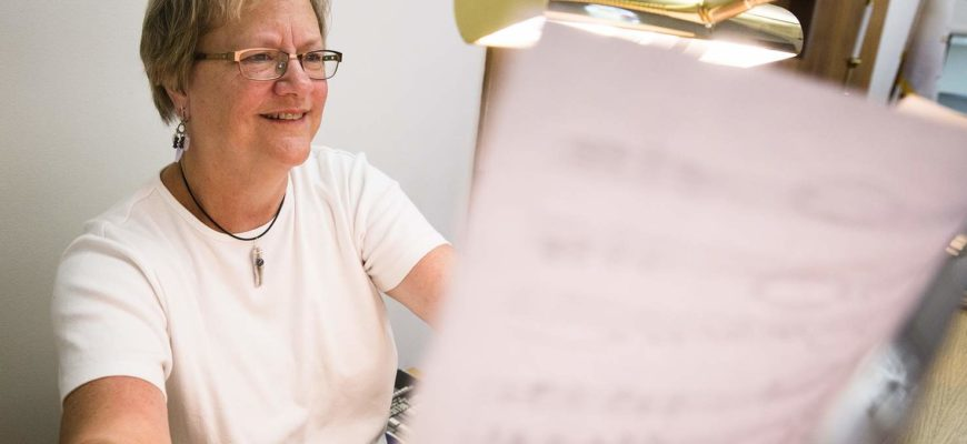 Ely Organist Sharon Furler